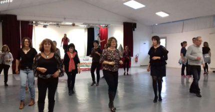 une-trentaine-de-personnes-sont-venues-apprendre-a-danser-pour-la-bonne-cause